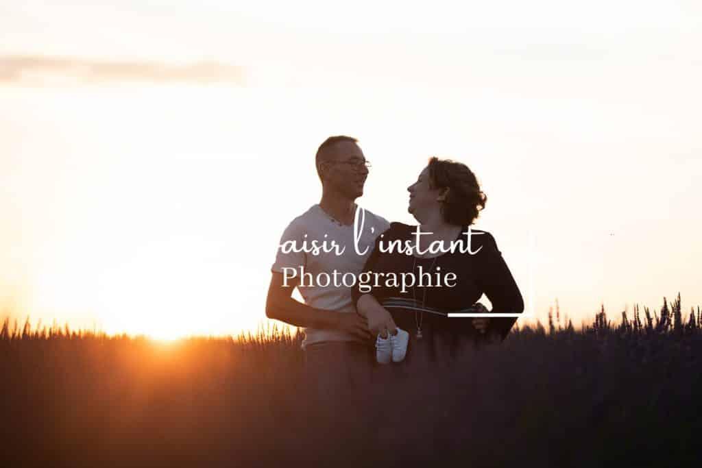 photographe couple dans les lavandes en provence alpes cote d'azur