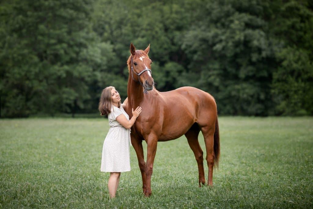 shooting photo avec un cheval à Nice dans un parc