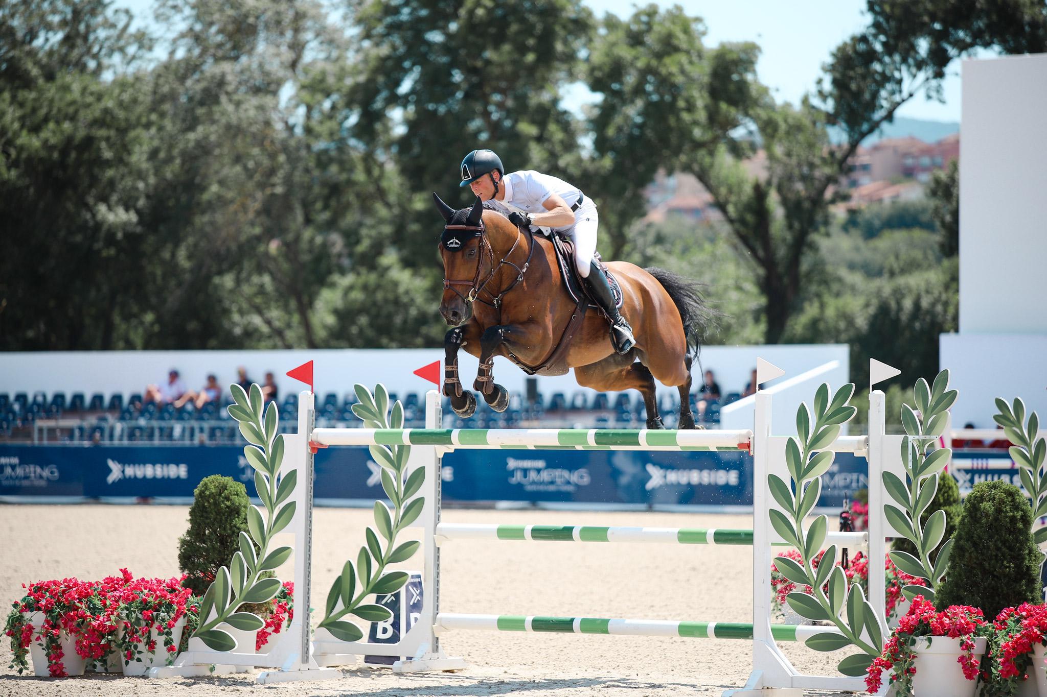 concours de saut d'obstacles avec un cheval dans le Var vers Grimaud