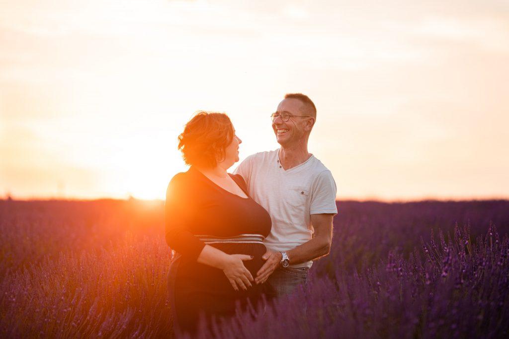 seance photo de grossesse à Fréjus